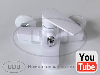 Белый смеситель для душа фирмы UDU пластиковый смеситель