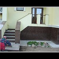 Лестница (крыльцо с перилами) Входная группа с перилами из гранита Дидьковичского месторождения