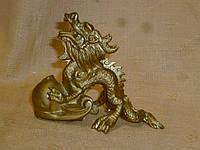 Декоративный металлический дракон феншуй с жемчужиной 9 сантиметров длина