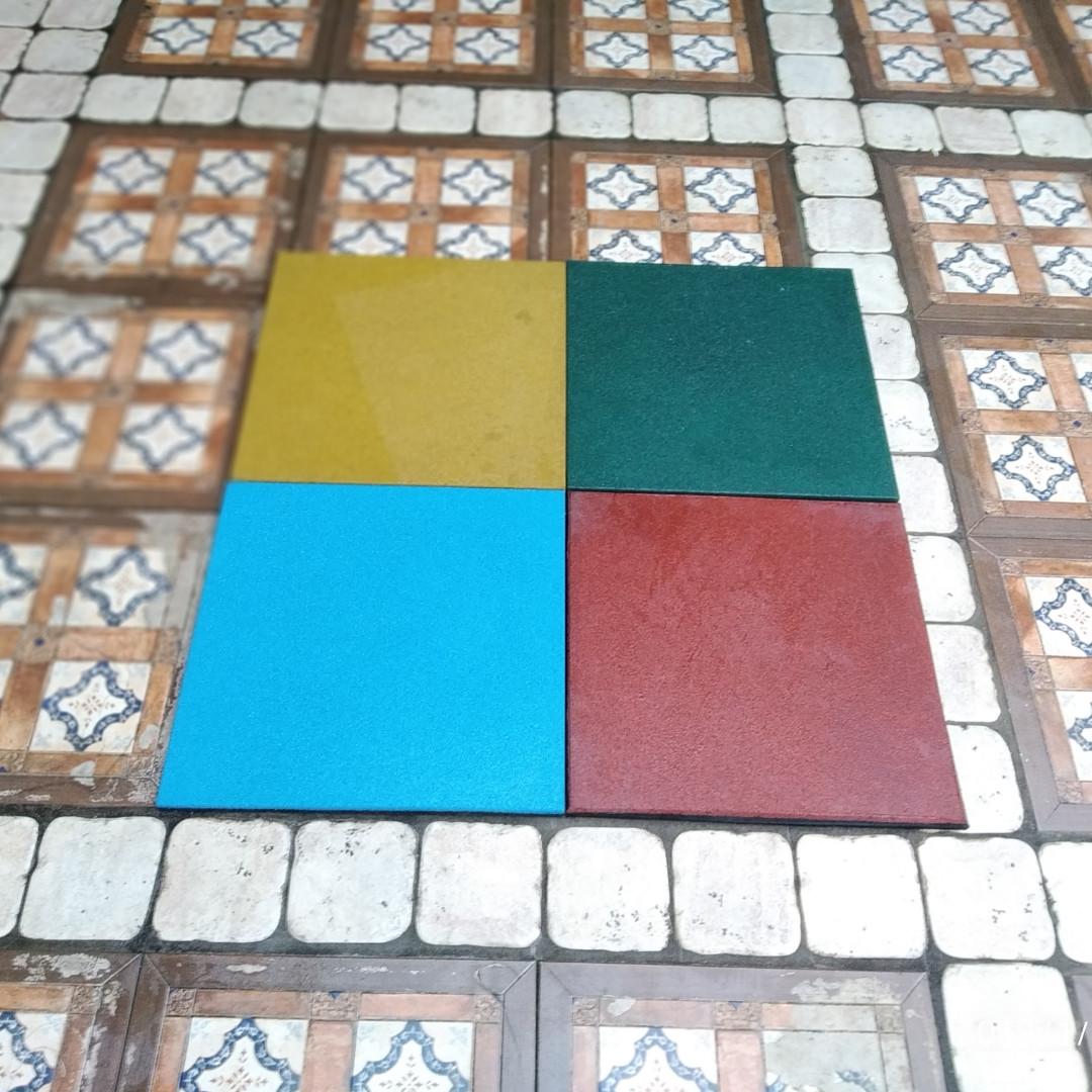 Резиновая плитка 500х500х30 желтая
