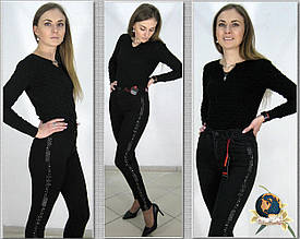 Джинсы женские с высокой посадкой Американка чёрного цвета с камнями-лампасами