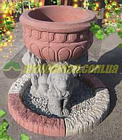 Композиция в саду чаша цементная на трёх бетонных львах, элемент дизайна ландшафта перед домом.