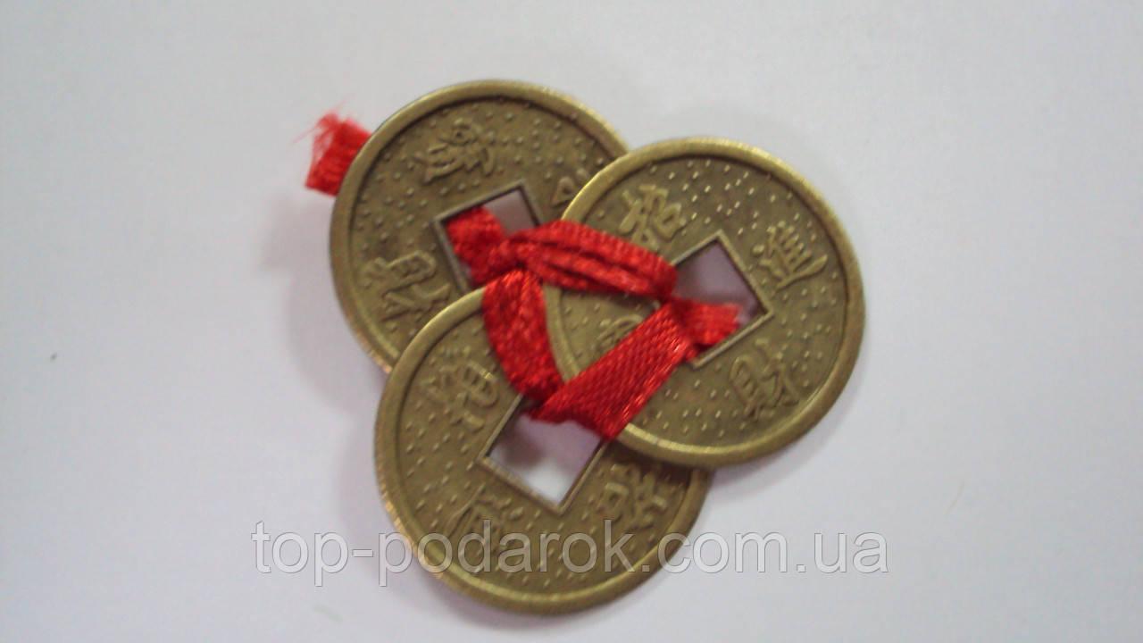 Монеты в кошелек для привлечения денег средние