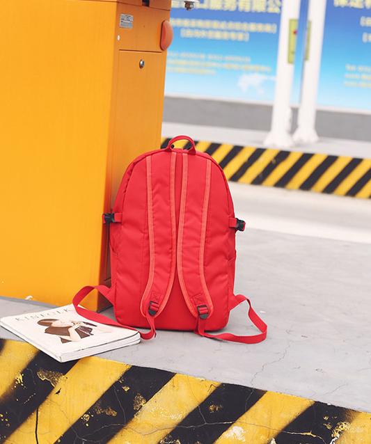 Рюкзак красный сзади