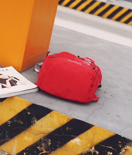 Рюкзак красный снизу