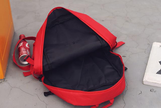 Рюкзак Supreme внутри