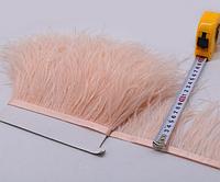 Перьевая тесьма страусиная. Цвет Розовый Персик. Перо 10-15см.Цена за 0,5м.