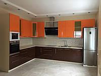 Кухня белая глянцевая верх оранжевый низ коричневый. Блюм фурритура, фото 1