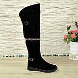 Ботфорти замшеві чорні зимові на товстій підошві, декоровані ремінцями., фото 2