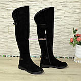 Ботфорти замшеві чорні зимові на товстій підошві, декоровані ремінцями., фото 3