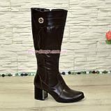 Сапоги зимние кожаные на невысоком устойчивом каблуке, цвет коричневый. Декорированы фурнитурой, фото 2