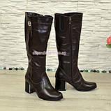 Сапоги зимние кожаные на невысоком устойчивом каблуке, цвет коричневый. Декорированы фурнитурой, фото 4