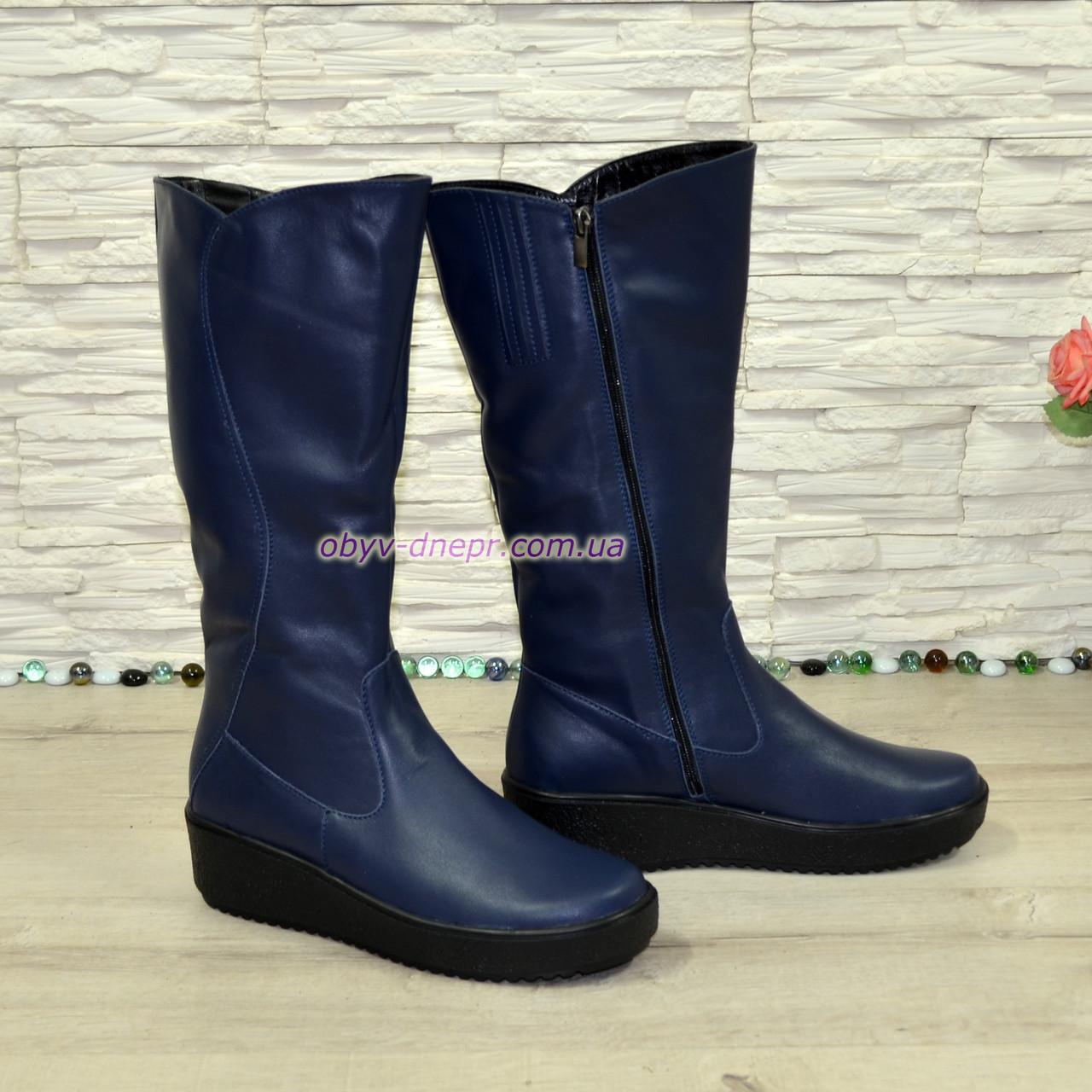 Жіночі шкіряні зимові чоботи на невисокій танкетці, колір синій
