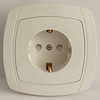 LXL BETA WHITE Розетка с заземлением и защитными шторками (белая/крем)