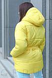 Яркая стеганая куртка с поясом и капюшоном желтого цвета, фото 3