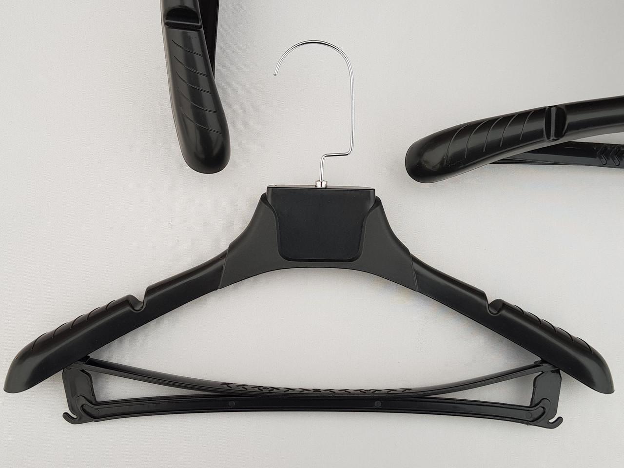 Плечики вешалки тремпеля TZP8821 с антискользящим ребристым плечом черного цвета, длина 38,5 см