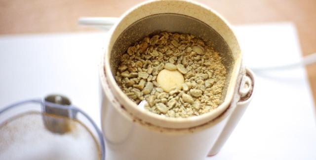 настоящий зеленый необжаренный кофе в зернах натуральный и качественный