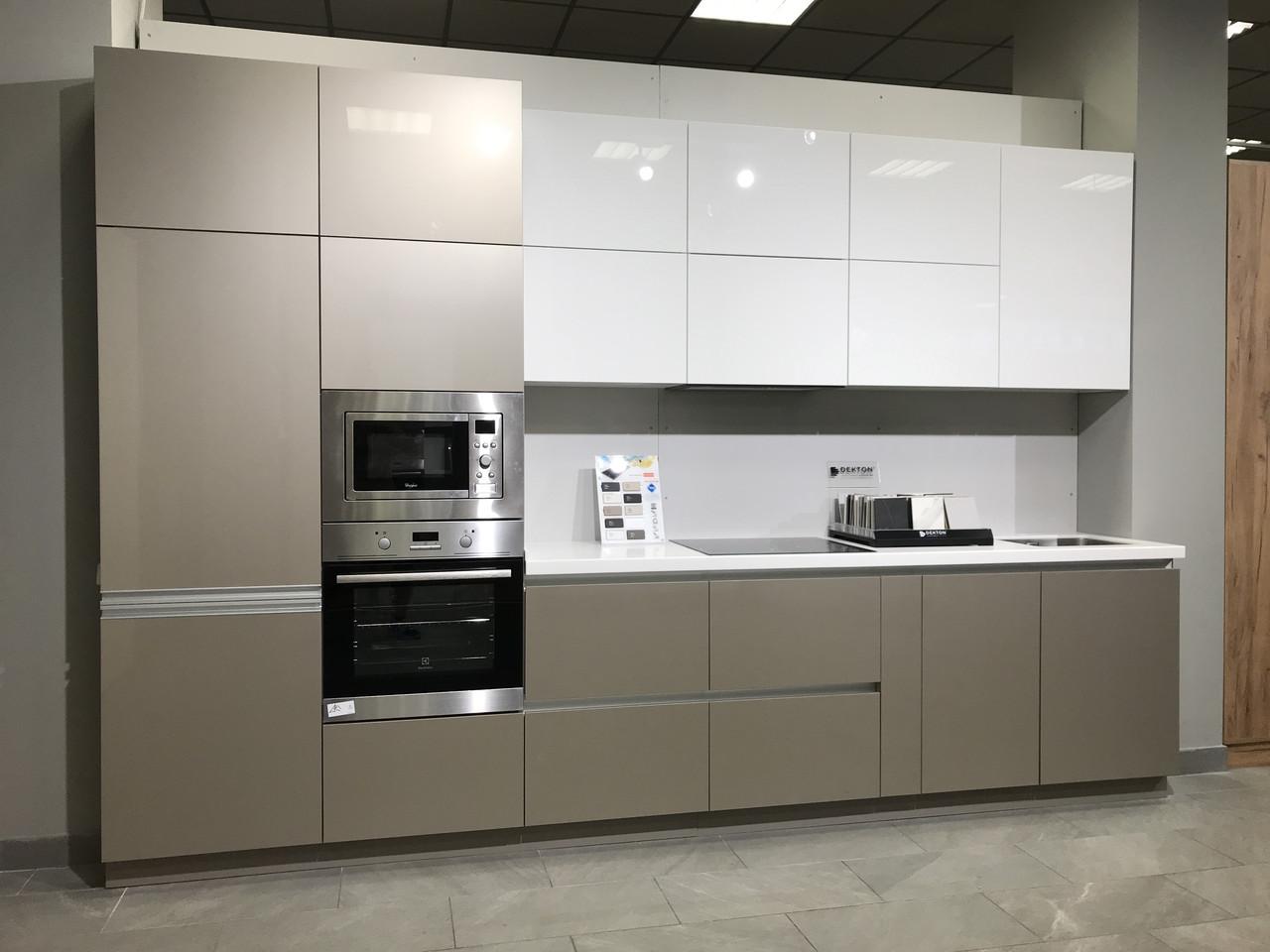 Кухня белая глянцевая нижние тумбы капучино металик. Новинка, фото 1