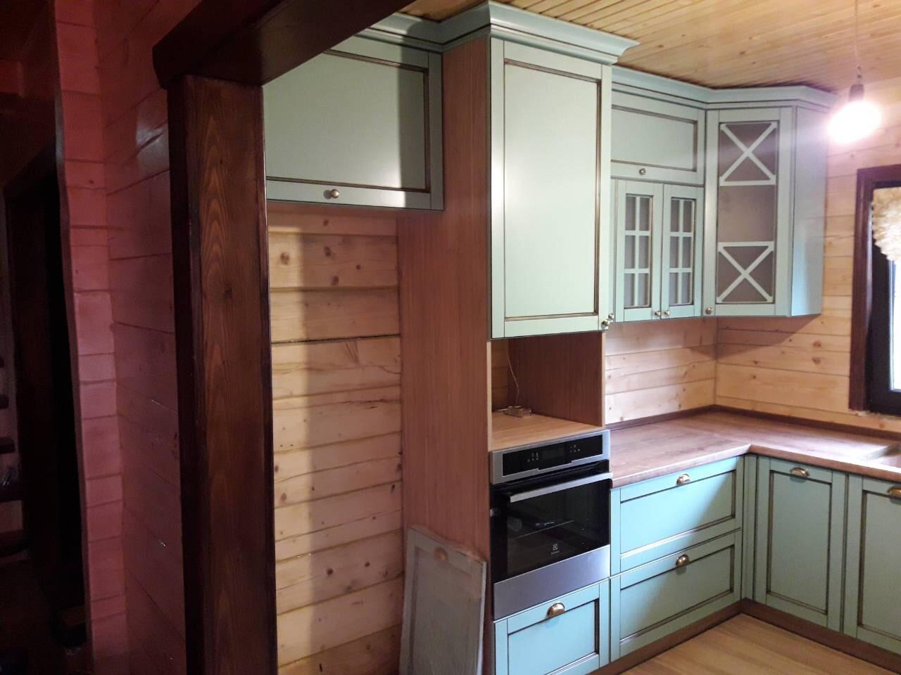 Кухня под заказ в стиле кантри. Современная классика.