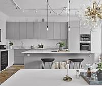 Кухня серая матовая краска, столешница мрамор натуральный, фурнитура blum