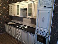 Кухня дерев'яна, фасад фарбований з гравіюванням візерунка і патиною, фото 1