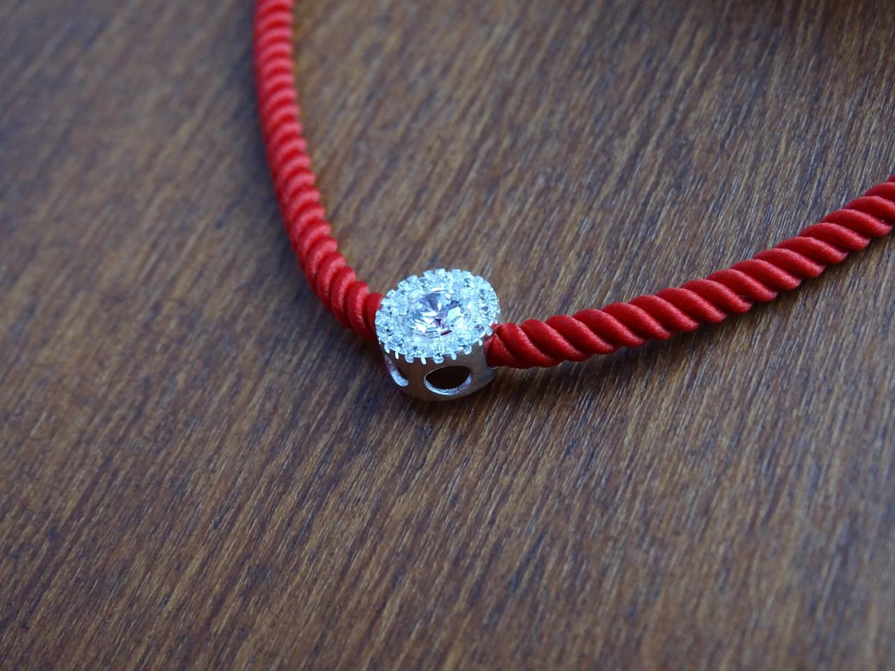 Серебряный браслет на красном шнурке