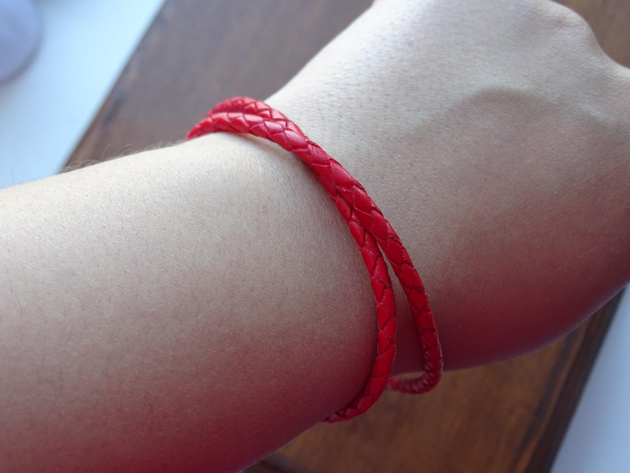 Кожанная красная нить с серебрянной застежкой