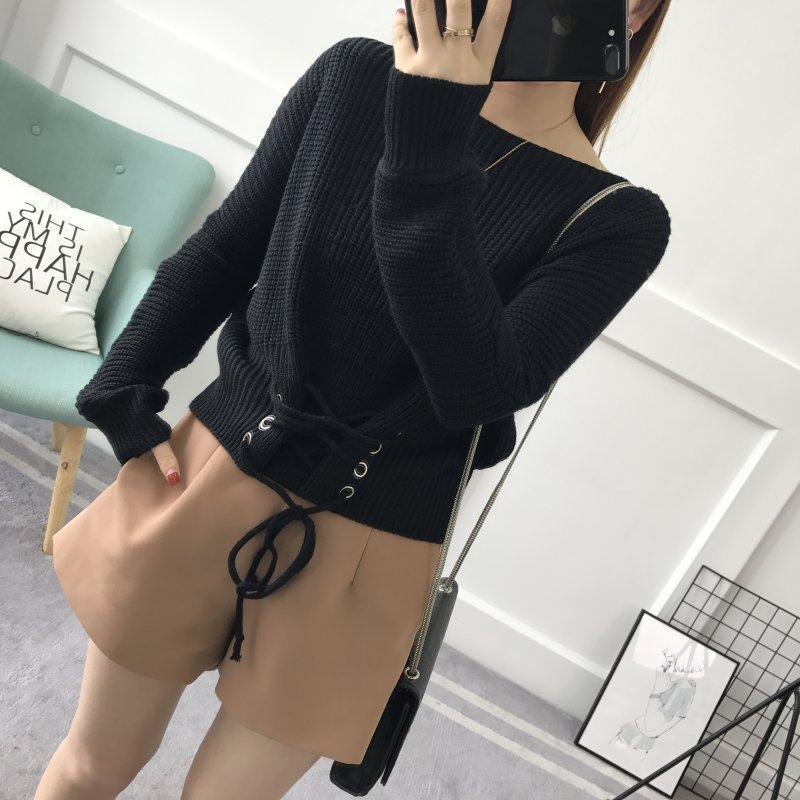 Жіночий в'язаний светр зі шнурівкою спереду чорний