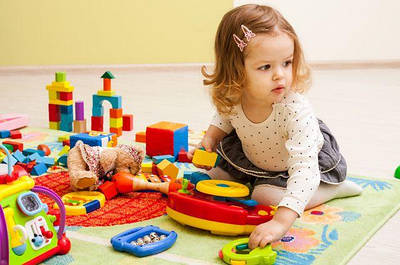 Игрушки (конструкторы, куклы, машинки, игровые наборы и др)