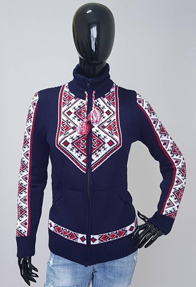 фотография женская кофта вышиванка с воротником стойка