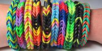 Комплект Rainbow Loom – это набор для создания из разноцветных радужных резиночек украшений для всех.