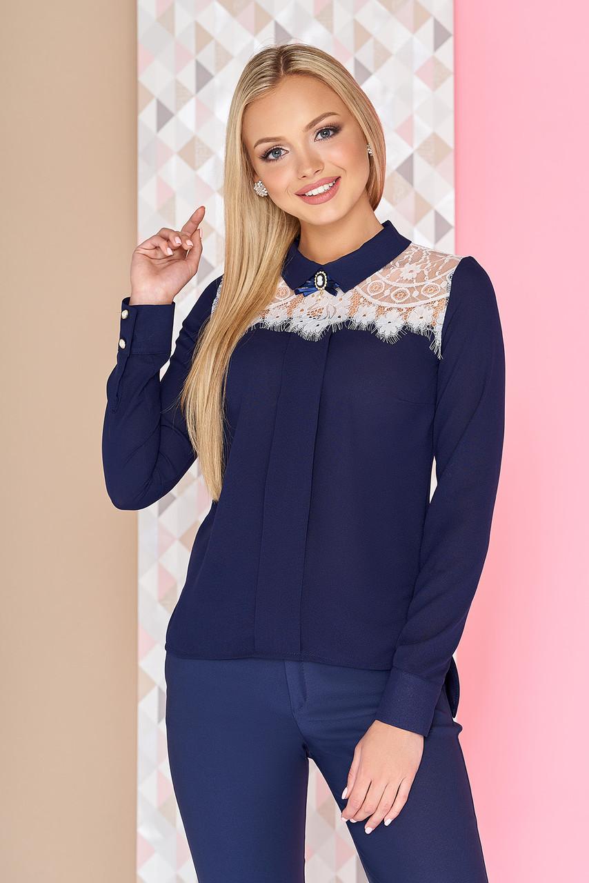 Нарядная шифоновая блузка с длинным рукавом и гипюром синяя