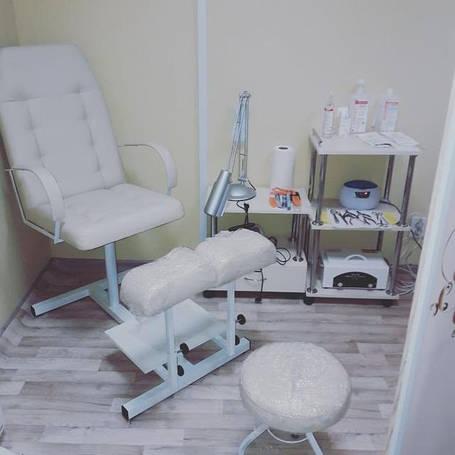 Педикюрные кресла и подставки