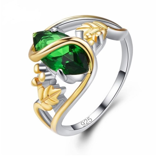 Серебряное кольцо, Эксклюзив, с камнем зеленый куб. цирконий, размер 19