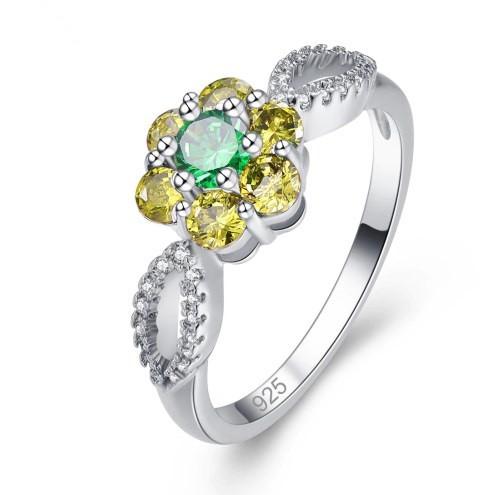 Серебряное кольцо, Цветок, с камнем  куб. цирконий, размер 17