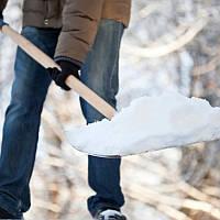 Расчистка снега вручную