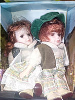 Фарфоровые коллекционные куклы набор мальчик и девочка сидячие 20см