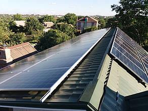 Восточное фотополе состоит из 30 солнечных модулей, расположенных в два ряда.