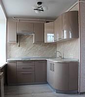 Угловая кухня с радиусом в хрущевку с маленькой кухней