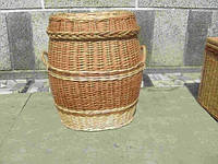 Плетеная корзина для белья из переносными ручками