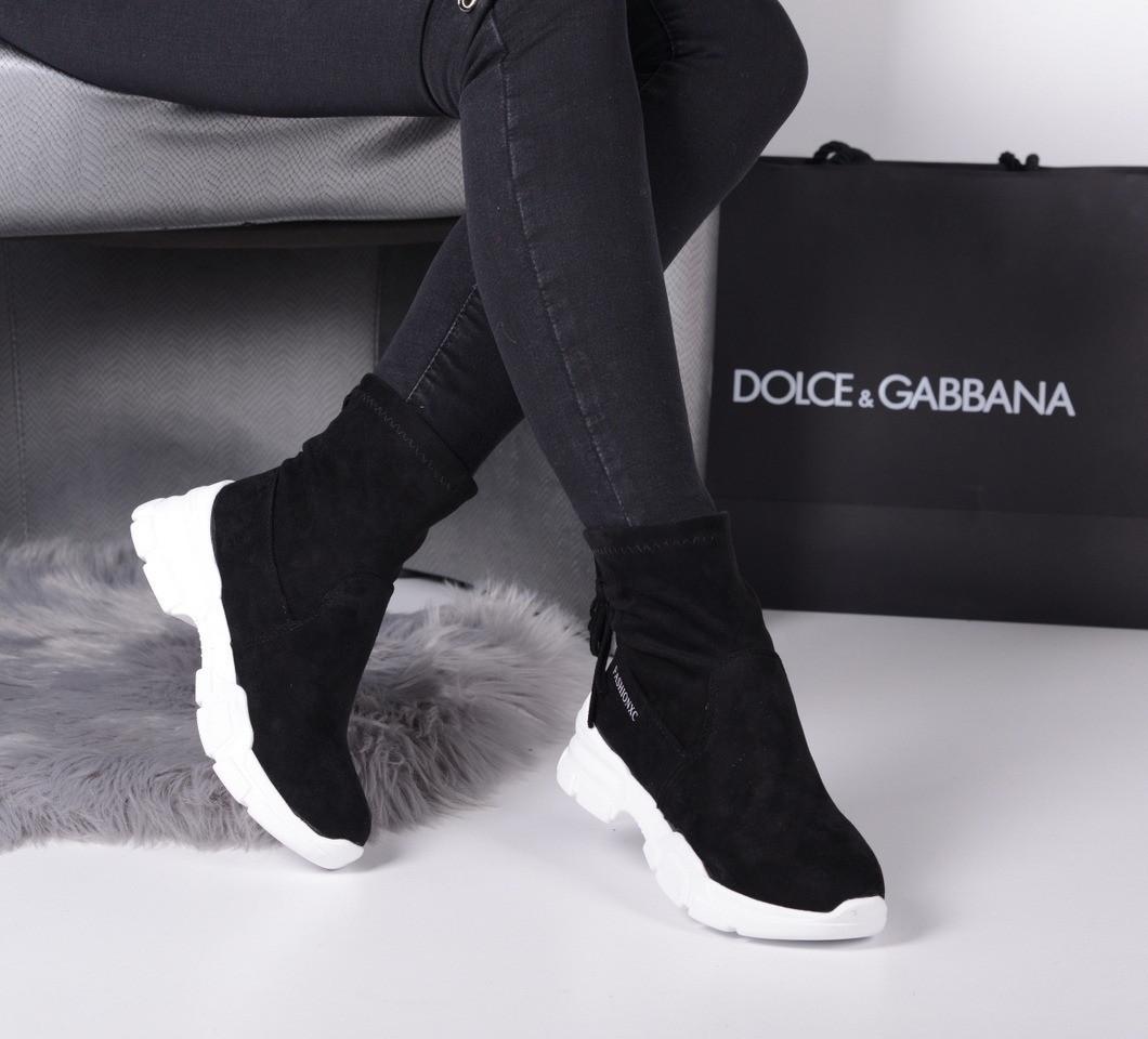 Ботинки спортивные сзади затяжка черные на белой подошве