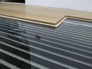 Монтаж тёплого электрического пола на основе нагревательной инфракрасной плёнке.