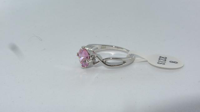 Серебряное кольцо с розовым камнем