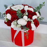 Композиция с розами и кокосом