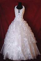 Пышное свадебное платье с цветами