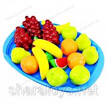 Піднос з фруктовим десертом