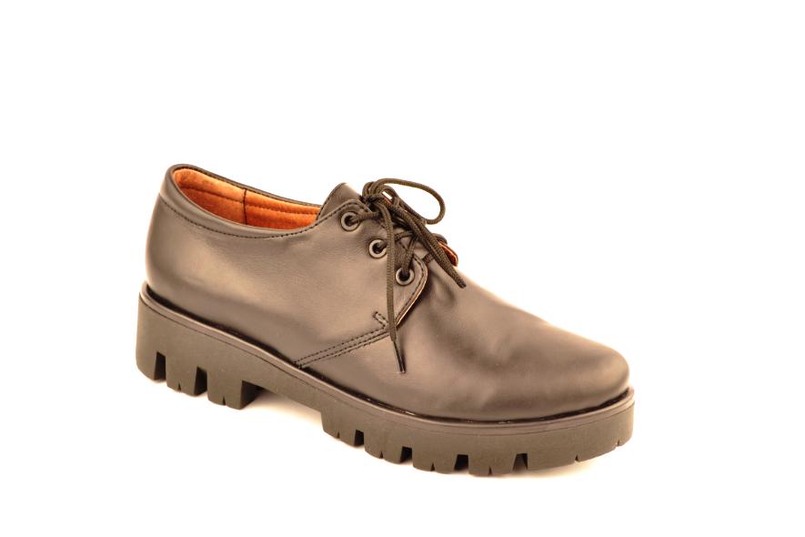 Туфлі жіночі низький хід тракторна підошва на шнурках шкіра KARMEN