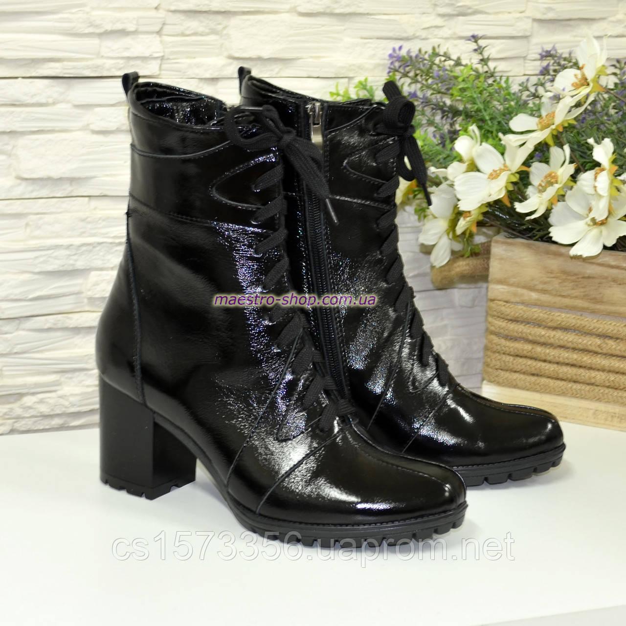 Ботинки кожаные зимние из натуральной лаковой кожи черного цвета на устойчивом каблуке