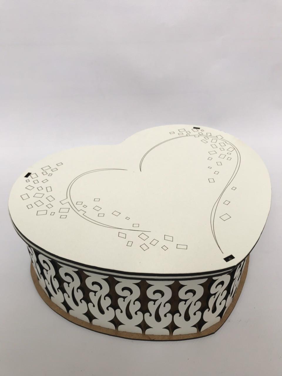Деревянная подарочная коробка CraftBoxUA Сердце ажурное