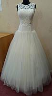 64.1 Нежное свадебное платье-маечка цвета ivory с кружевом и вышивкой, размер 46 (б/у)